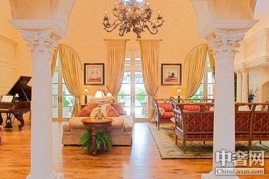 如宫殿般奢华佛罗里达滨海豪宅