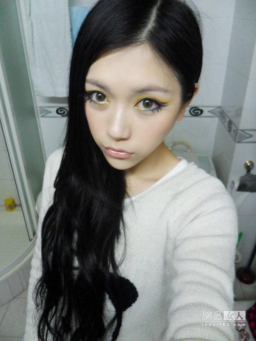另类bb色图_彩妆高手夏日另类妆面 对比色双眼线妩媚撩人